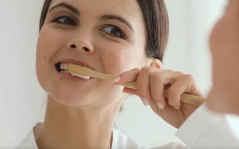 10 привычек, губящих наши зубы