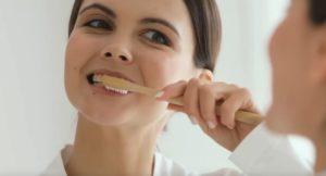 Необходимо правильно чистить зубы